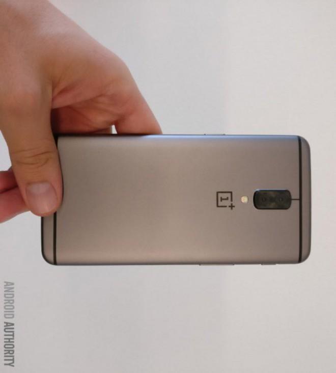 OnePlus 5 come Huawei: seconda fotocamera in bianco e nero | Rumor